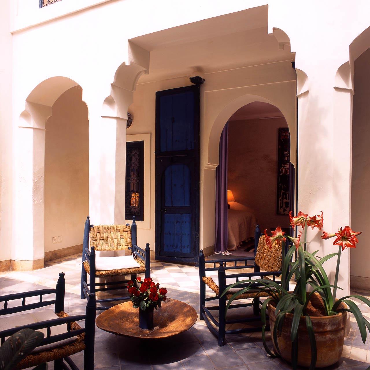 Patio mit Eingang zum Blauen Zimmer