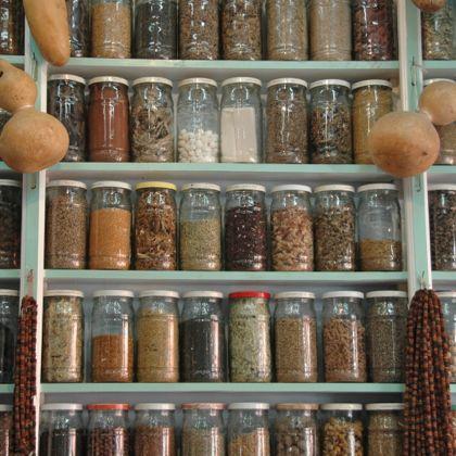 Berber Apotheke mit der traditionellen Krankenversicherung